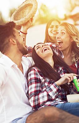 Leute am Feiern