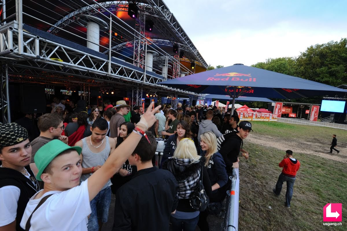 Red Bull Mini Kühlschrank Schweiz : Party pictures touch the air red bull energy station