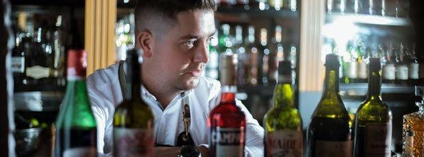Mit diesen Tipps bekommst Du schneller einen Drink