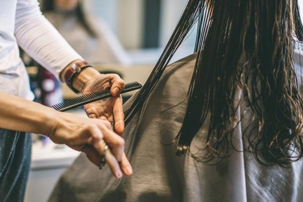Frauen zahlen mehr beim Friseur als Männer