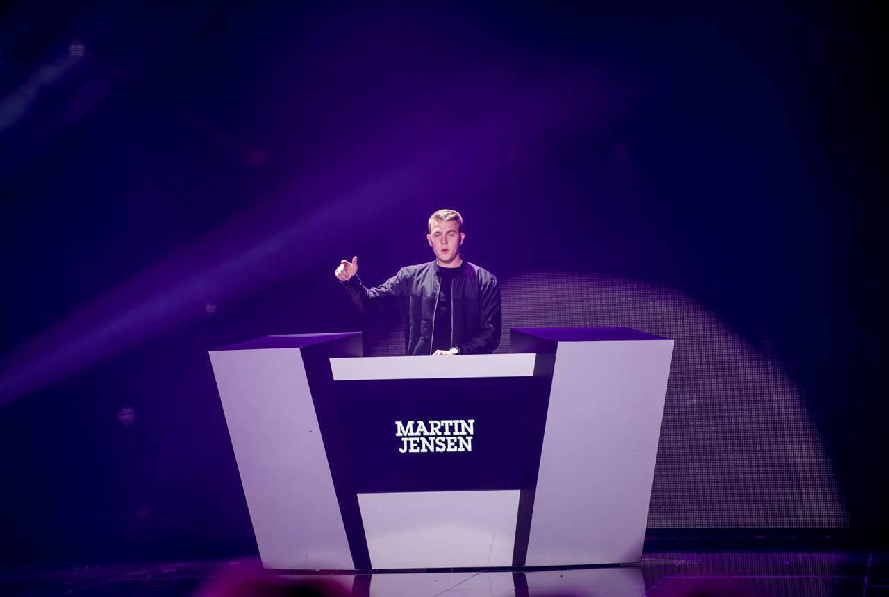DJ Martin Jensen heizt der Halle ein